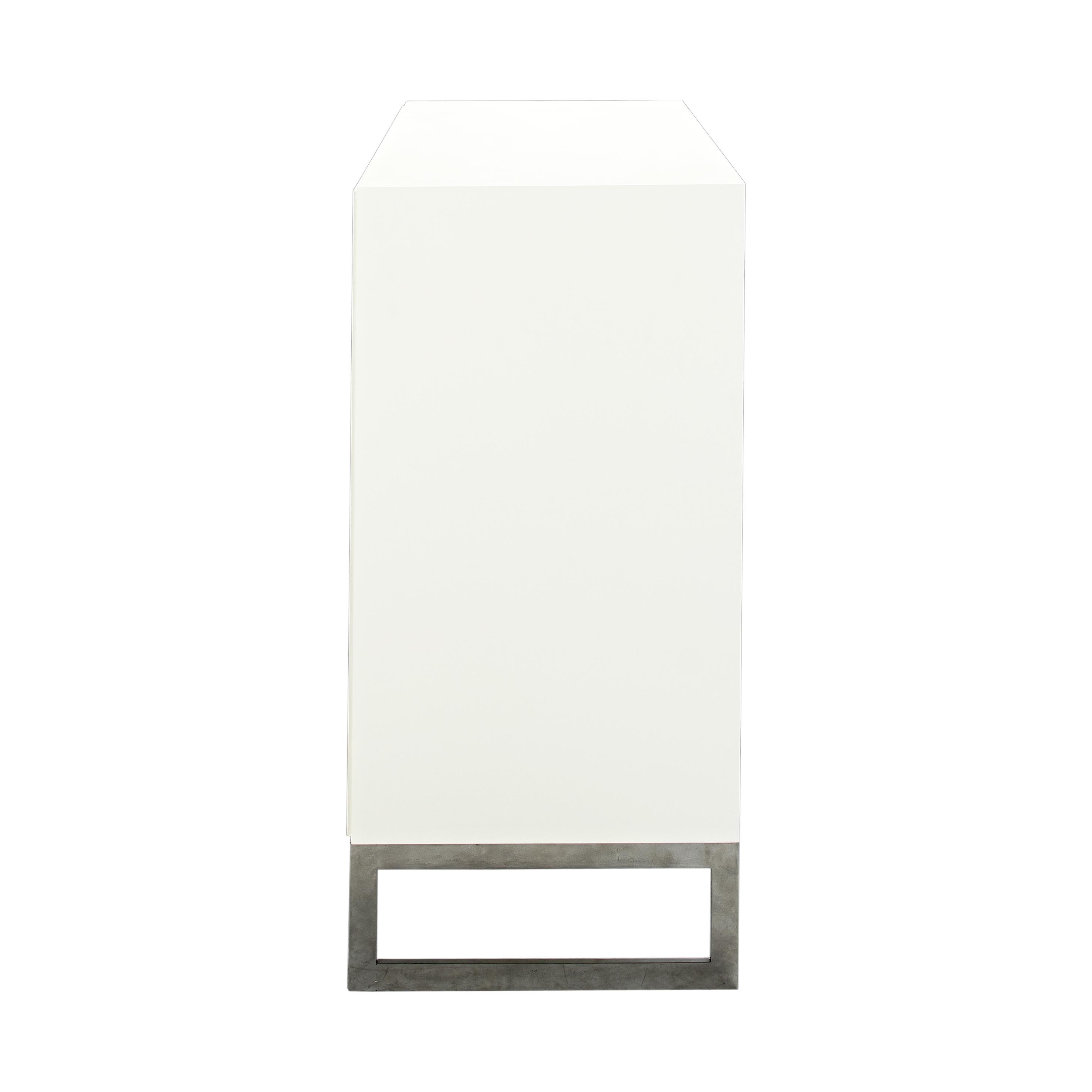 Line Byrå 3+3 lådor White med benställning från sidan - englesson.se