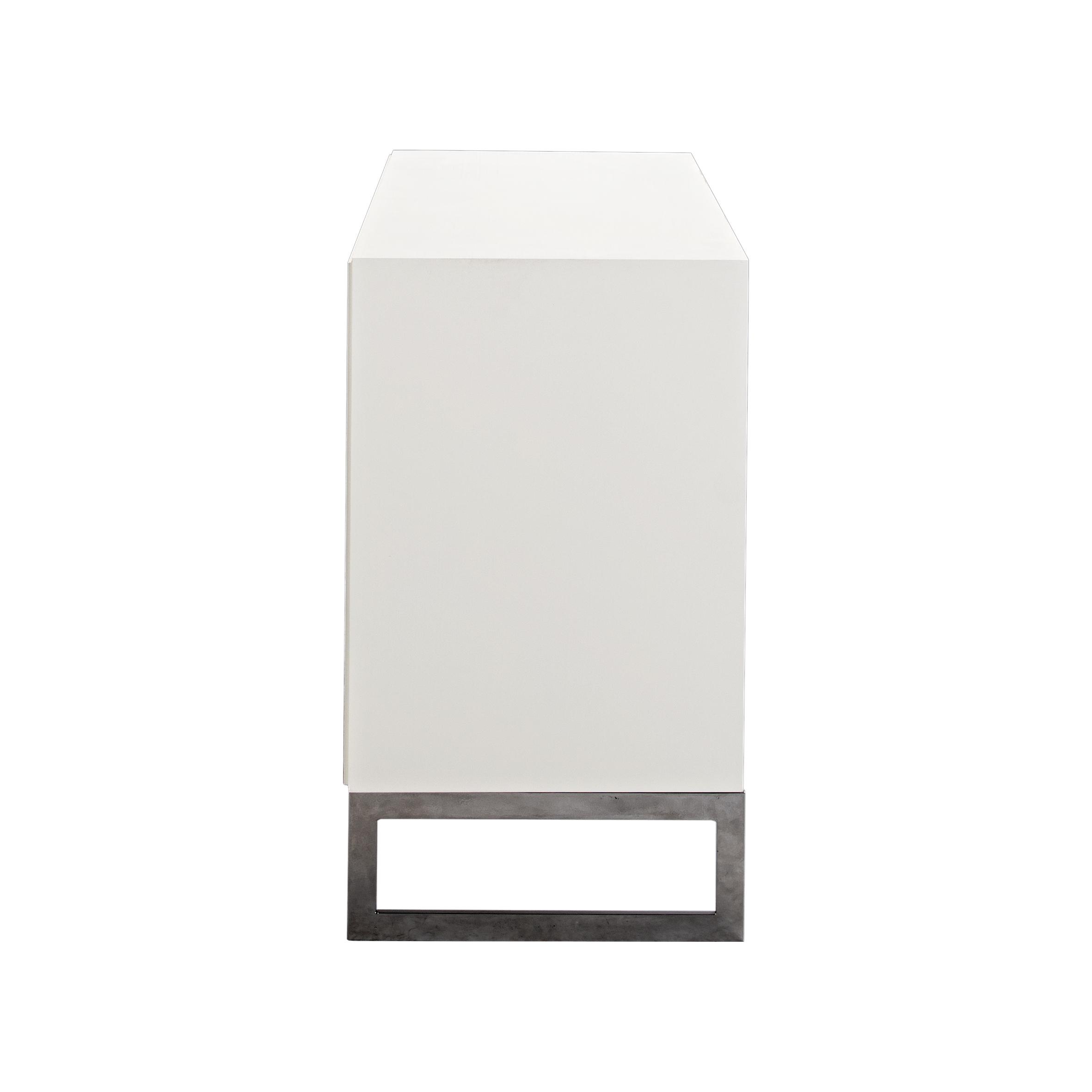 Line Byrå 3 lådor White med benställning från sidan - englesson.se
